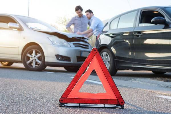 Porówneo: Czy sprawca wypadku musi zgłosić szkodę?