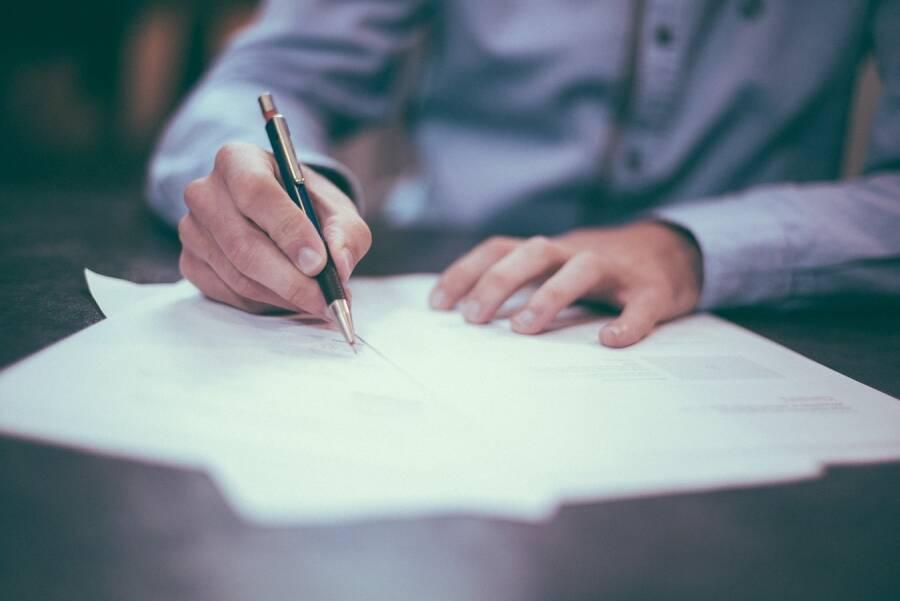 Porówneo: Jak napisać oświadczenie o kolizji drogowej
