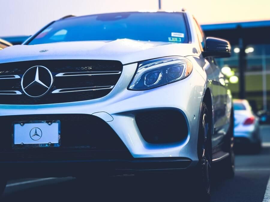 Porówneo: Podatek od kupna samochodu w 2021 roku – kto musi go zapłacić?