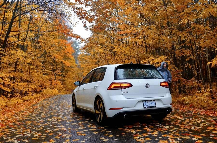 Porówneo: Jak zadbać o oświetlenie samochodu jesienią?