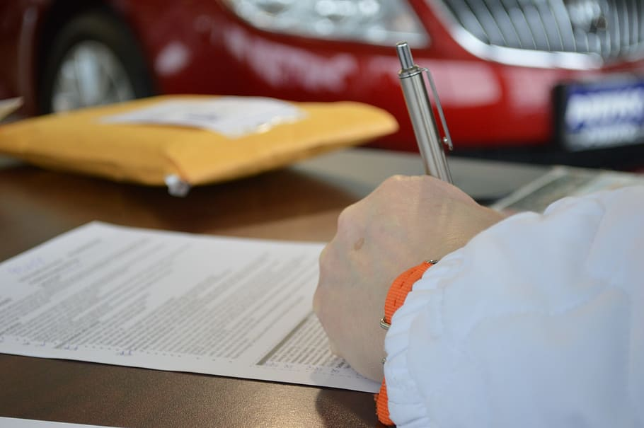 Porówneo: Umowa czy faktura – jak udokumentować zakup używanego samochodu?