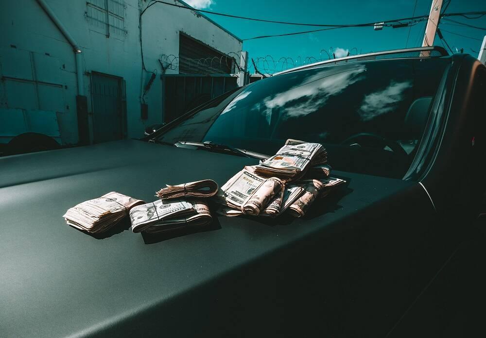 Porówneo: Jak negocjować cenę auta używanego? Jakich błędów nie popełniać?
