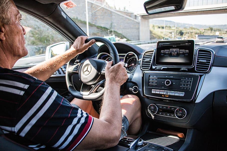 Porówneo: Ubezpieczenie samochodu dla starszych kierowców drożeje