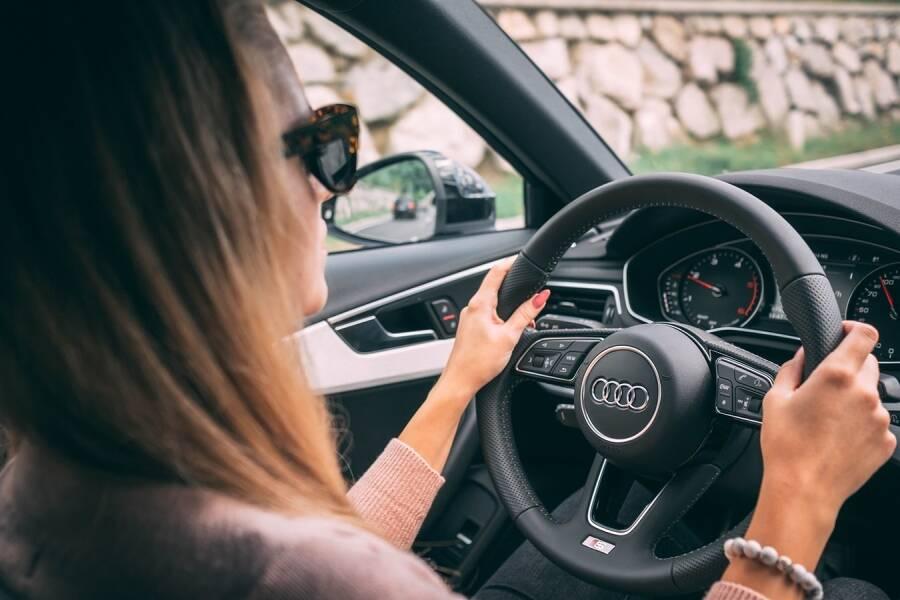 Porówneo: Jak jeździć oszczędniej  samochodem i obniżyć spalanie