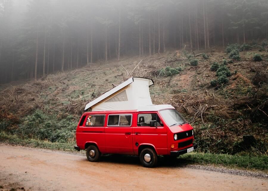 Porówneo: Jak ubezpieczyć kampera? OC i AC samochodu campingowego