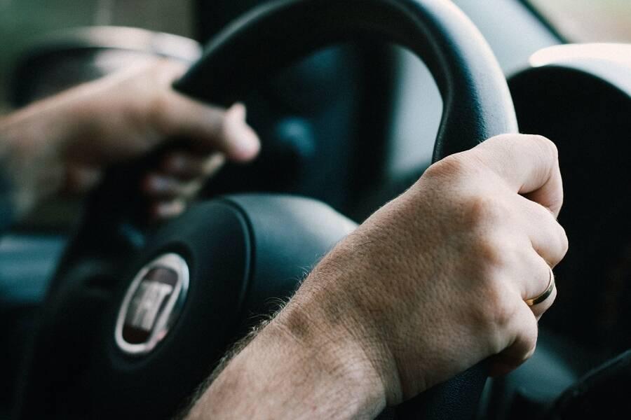 Porówneo: Leki a prowadzenie pojazdu – które są zabronione?