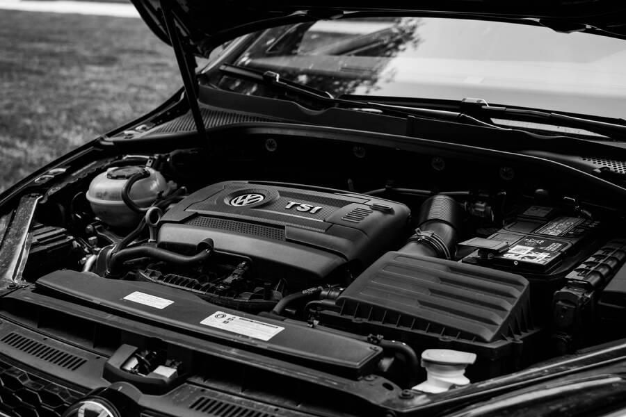 Porówneo: Jak tanio naprawić klimatyzację samochodową?