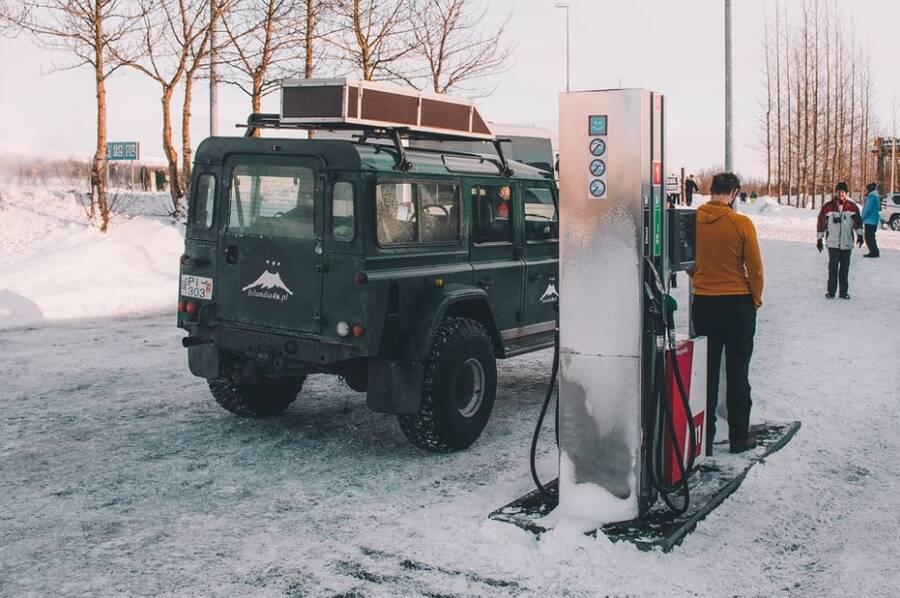 Porówneo: Zimowe paliwa na stacjach – poradnik