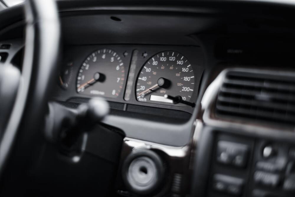 Porówneo: Kiedy wolno wymienić legalnie licznik samochodowy?