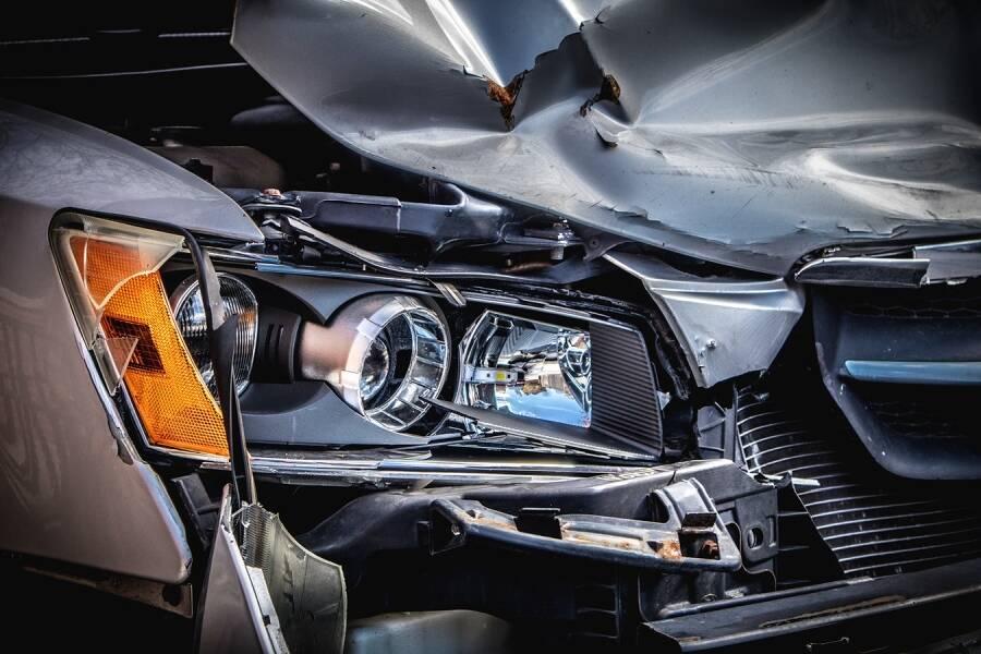 Porówneo: Kolizja, wypadek, katastrofa drogowa – jakie są różnice?