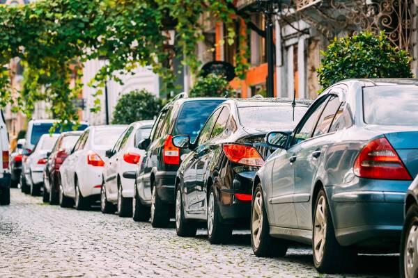 Porówneo: Jazda samochodem po mieście – 5 zasad, o których warto pamiętać