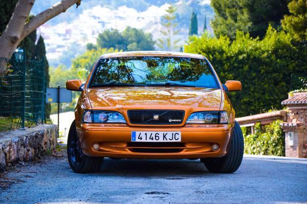 Porówneo: Bazy Eurotax i Info-Expert przy zakupie używanego auta