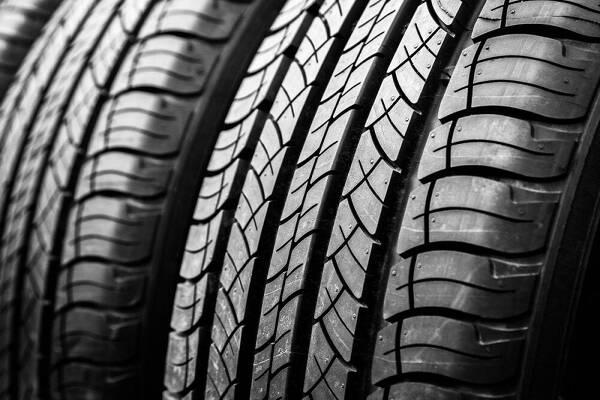 Porówneo: Oznaczenie opon – kompendium wiedzy dla każdego kierowcy