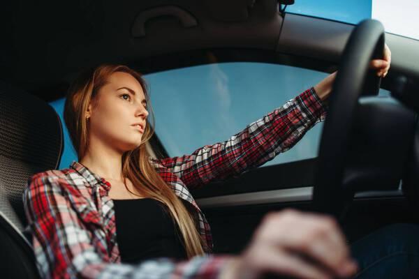 Porówneo: Czym grozi jazda bez prawa jazdy?