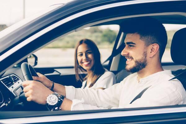 Porówneo: OC dla młodego kierowcy – do jakiego wieku trzeba płacić więcej?