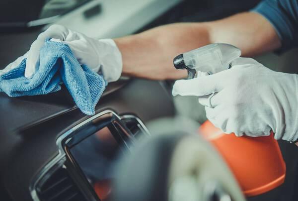 Porówneo: Jak dezynfekować auto? Środki ostrożności, które musisz znać