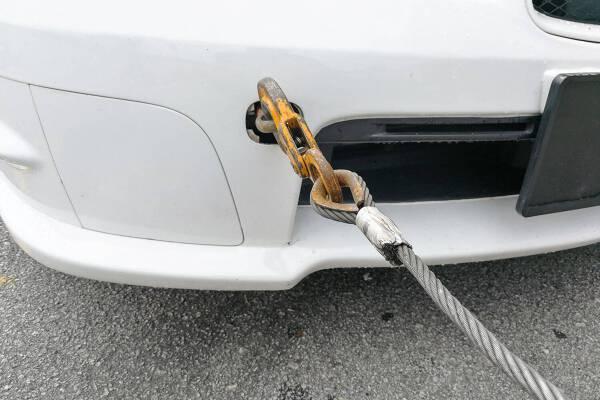 Porówneo: Jak holować auto? Poznaj najważniejsze zasady.