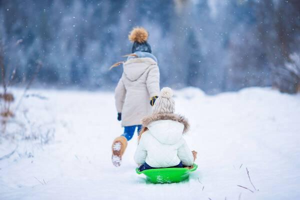 Porówneo: Bezpieczne ferie zimowe – jak przygotować dziecko na wyjazd?