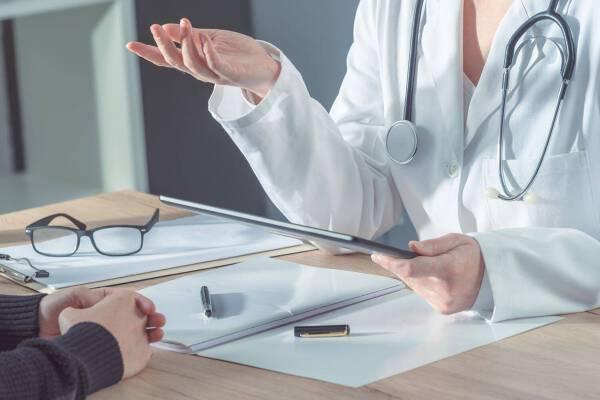 Porówneo: Koronawirus a zakres ubezpieczenia zdrowotnego
