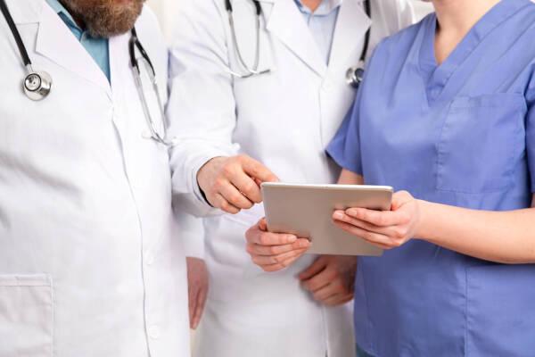 Porówneo: Koronawirus a ubezpieczenie – co warto wiedzieć?