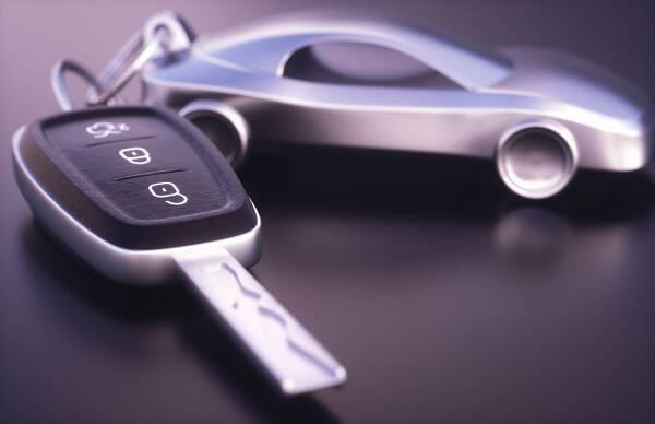 Porówneo: Ubezpieczenie samochodu - czy opłaca się kupić OC na raty?