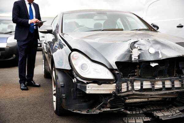 Porówneo: Szkoda całkowita – czy można naprawić auto?